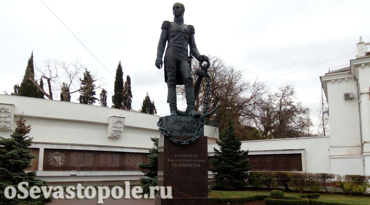 Памятник Сенявину в Севастополе