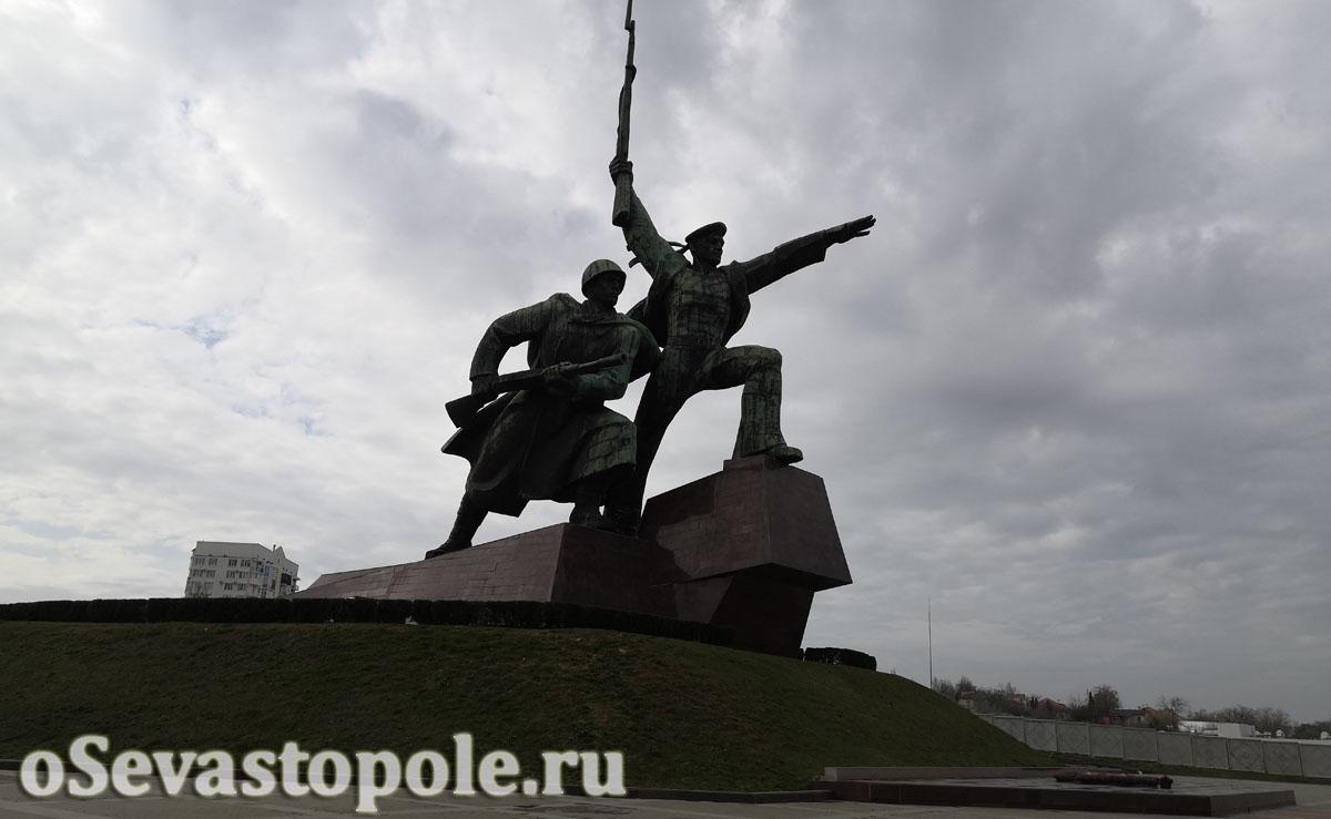 Памятник Солдату и Матросу фотография