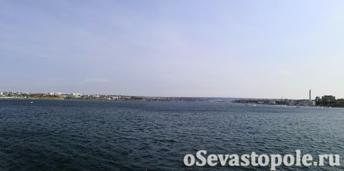 Вид с центрального мола на Севастопольскую бухту