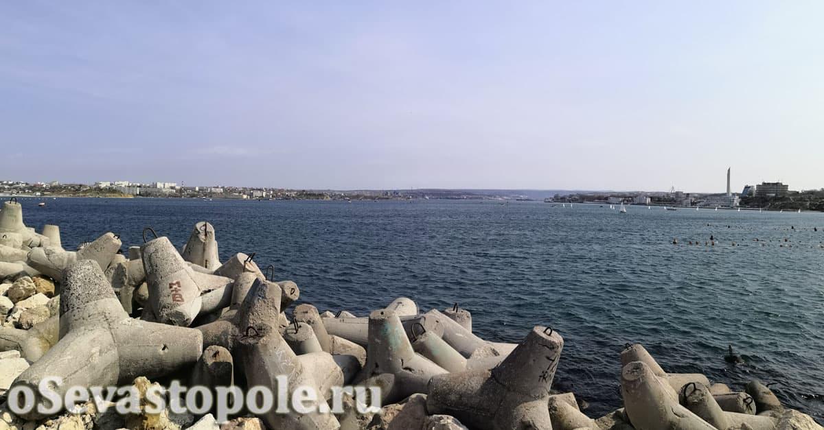 Вид с южного мола Севастополя на Севастопольскую бухту