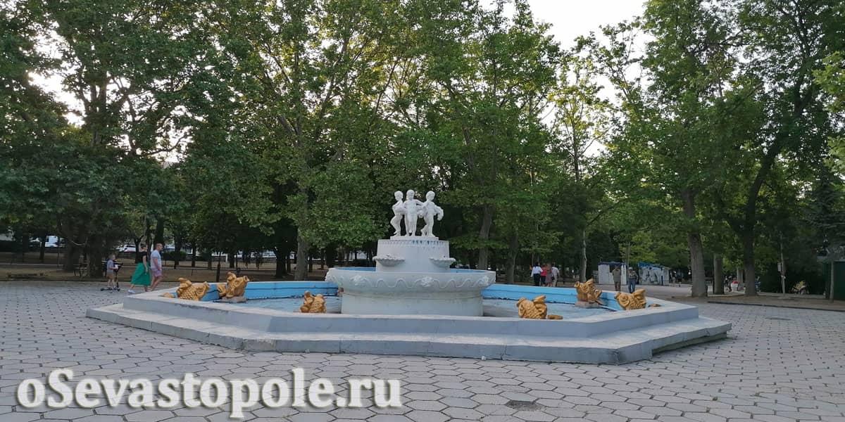 Фонтан в Комсомольском парке Севастополь