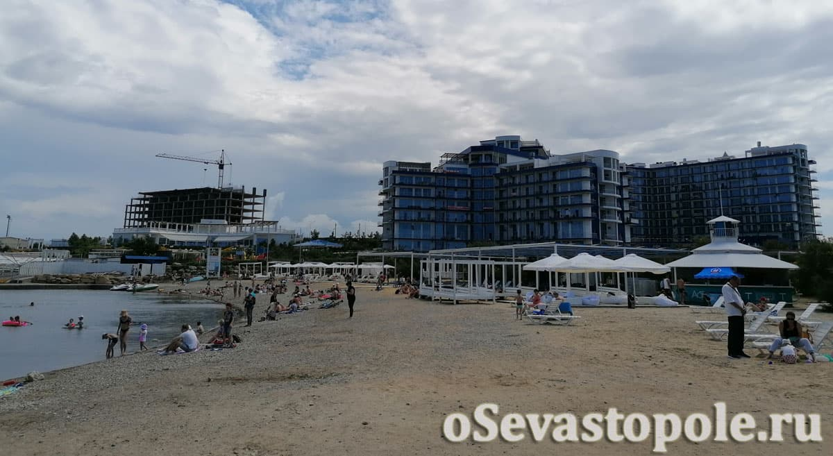 Вид на пляж Аквамарин Севастополь
