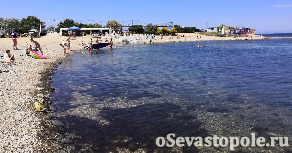 Заход в воду на пляже Аквамарин Севастополь