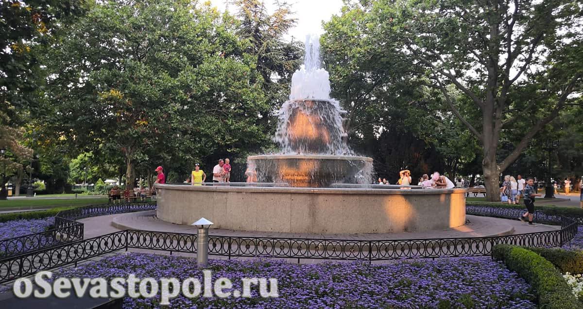 Центральный фонтан на Приморском бульваре Севастополя