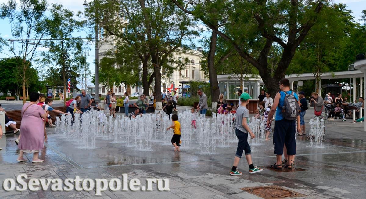 Сухой фонтан на площади Ушакова в Севастополе