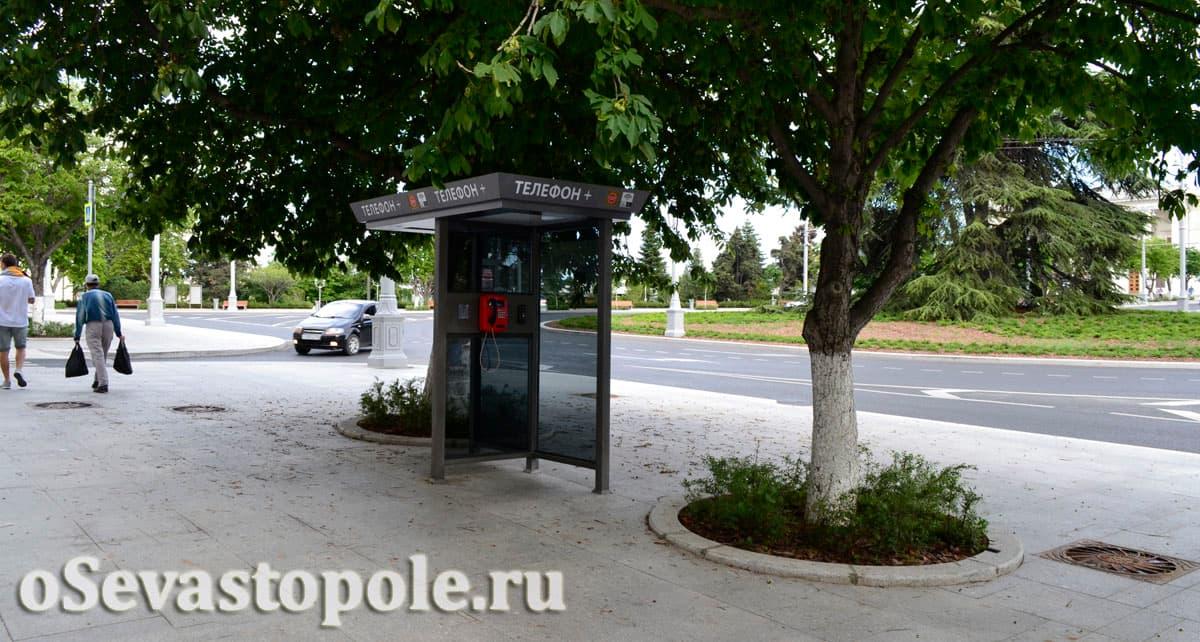 Телефонные автоматы на площади Ушакова
