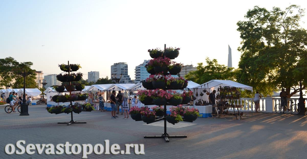 Торговые точки на Приморском бульваре в Севастополе