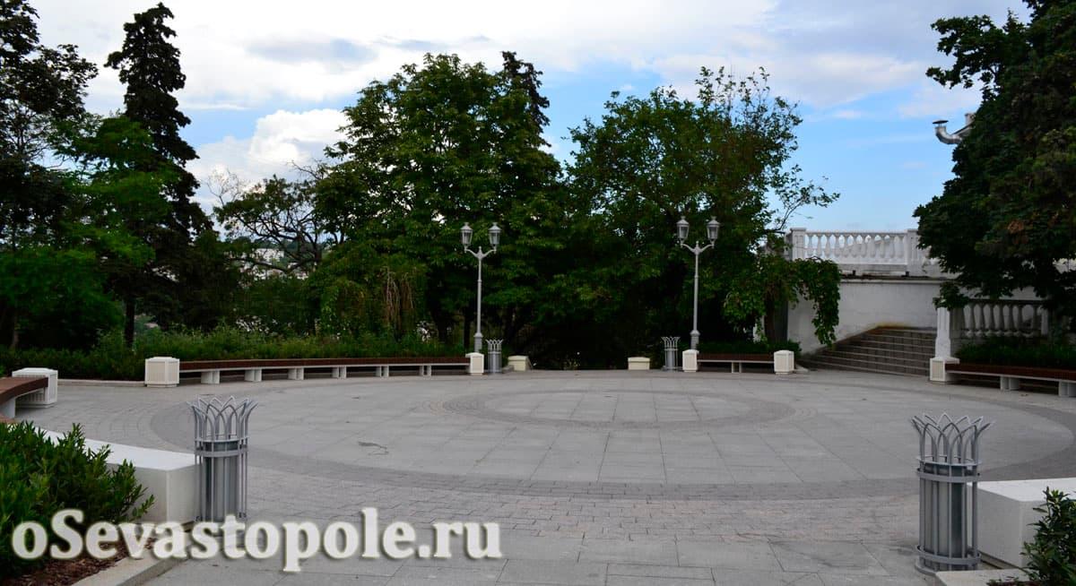 Зона отдыха на площади Ушакова в Севастополе