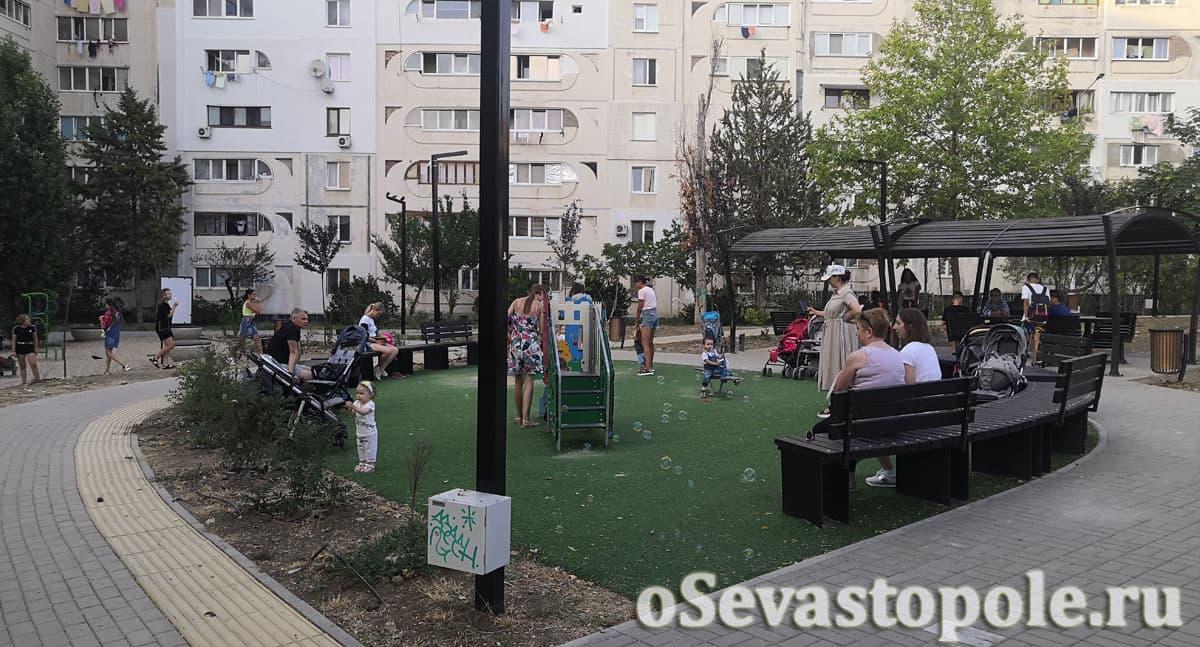 Детская площадка в сквере Кесаева