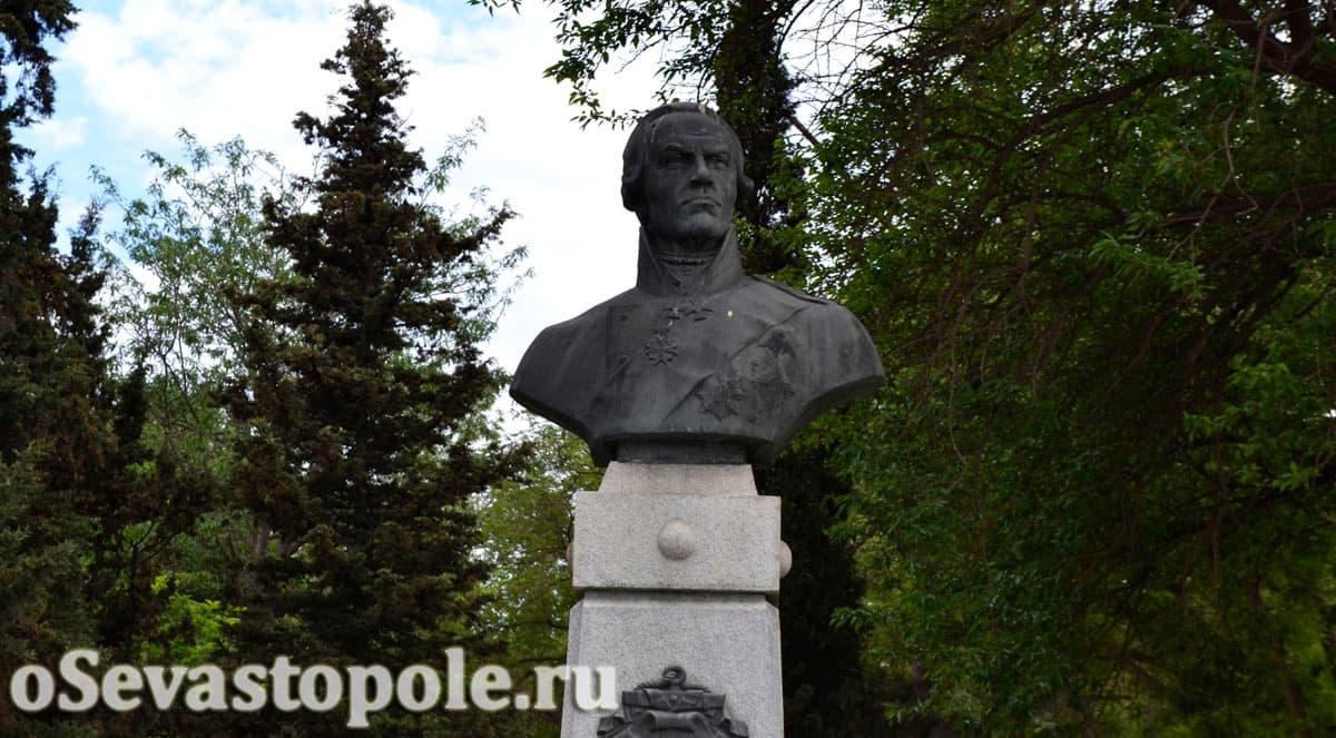 памятник адмиралу Ушакову в Севастополе
