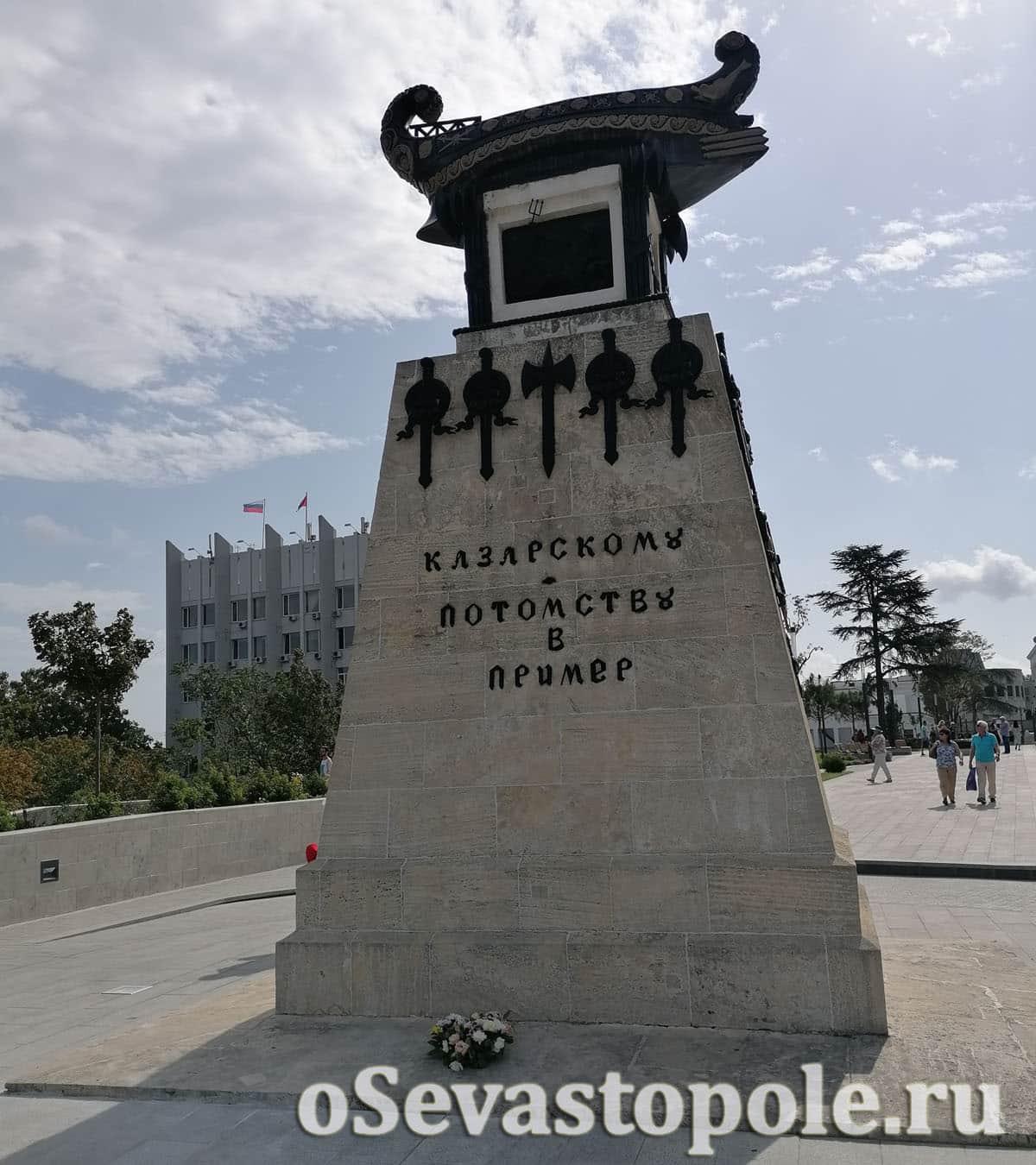 Фото памятника Казарскому в Севастополе