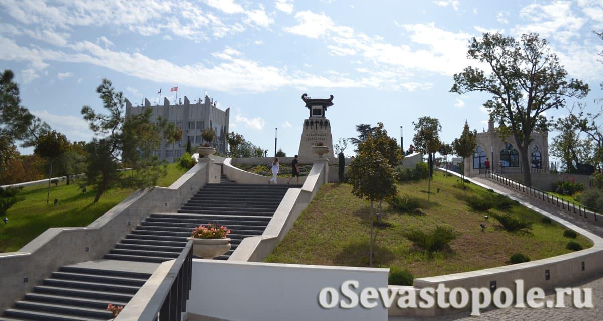 Монумент подвига брига Меркурий на Матросском бульваре