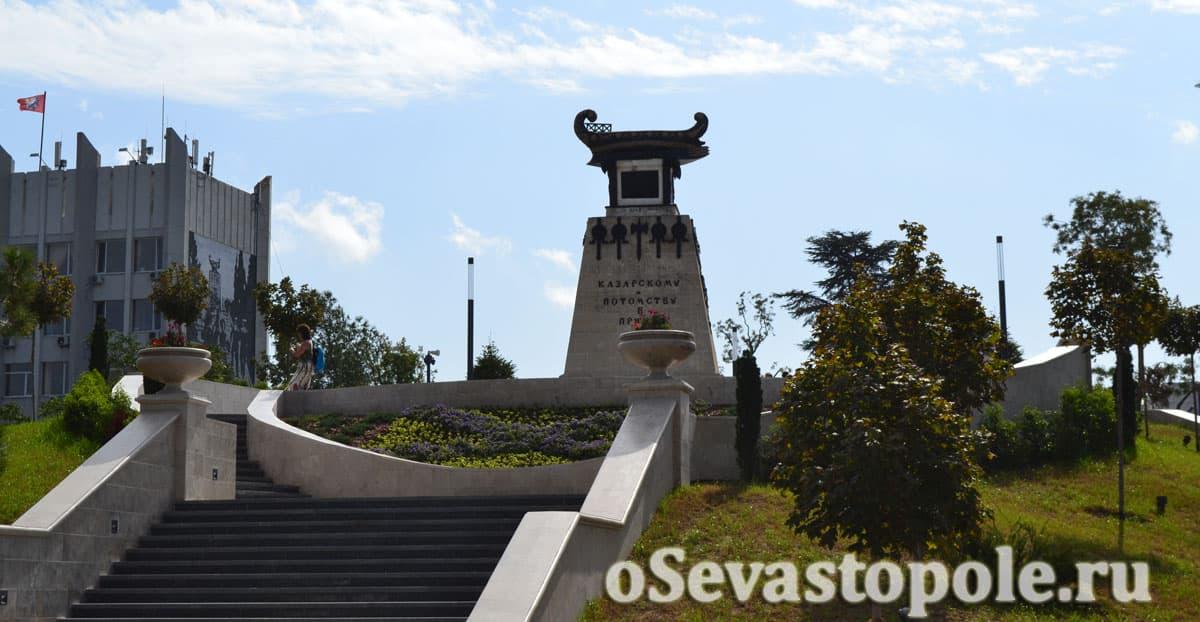 памятник на Матросском бульваре в Севастополе
