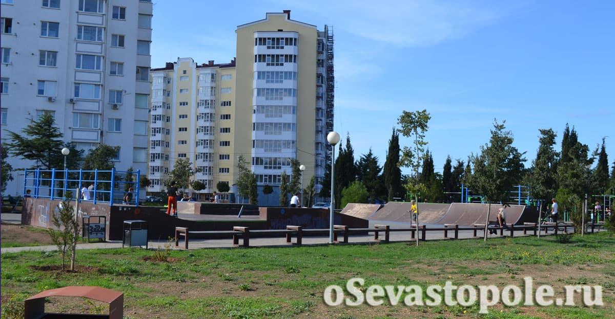 Территория скейтбордистов в Динопарке Севастополя