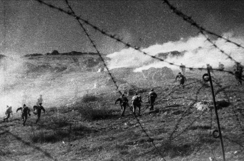 Советские части штурмуют Сапун-гору, 7 мая 1944 года.