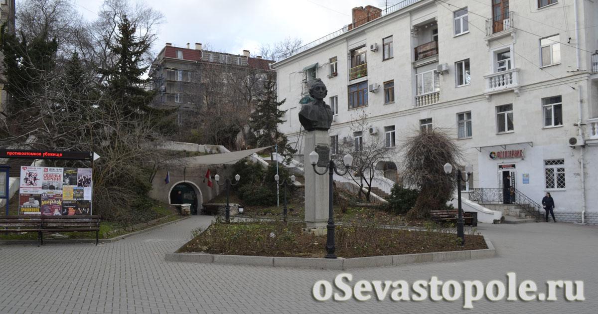 Фото памятника Суворову в Севастополе