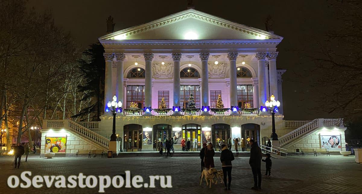 Новогодние украшения Севастополя