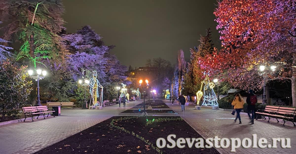 Новогодние украшения в Севастополе