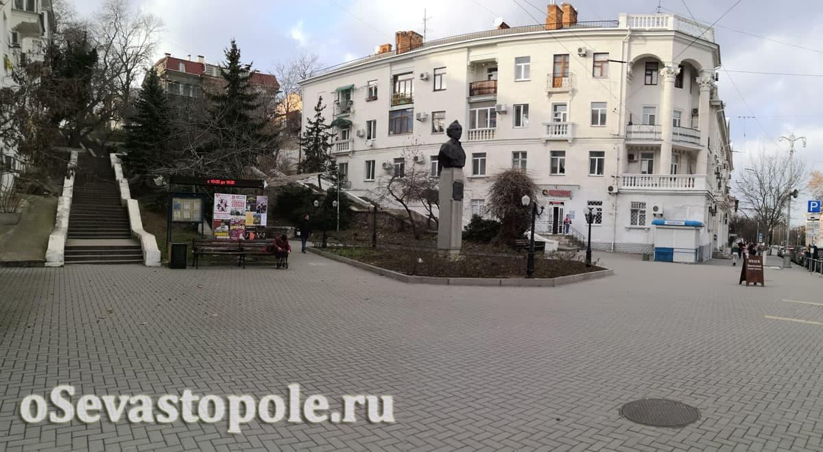 Памятник А. С. Суворову в Севастополе