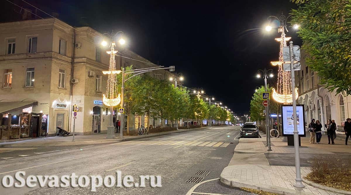 Украшения на ул. Большая Морская в Севастополе