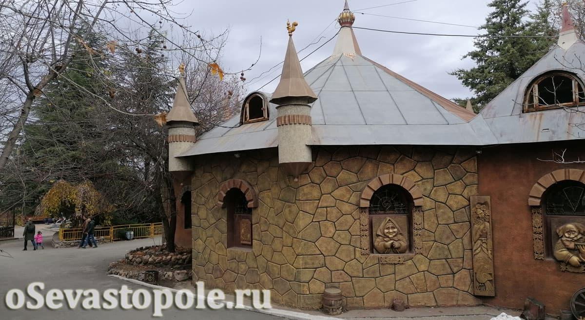 Замок в экопарке Лукоморье
