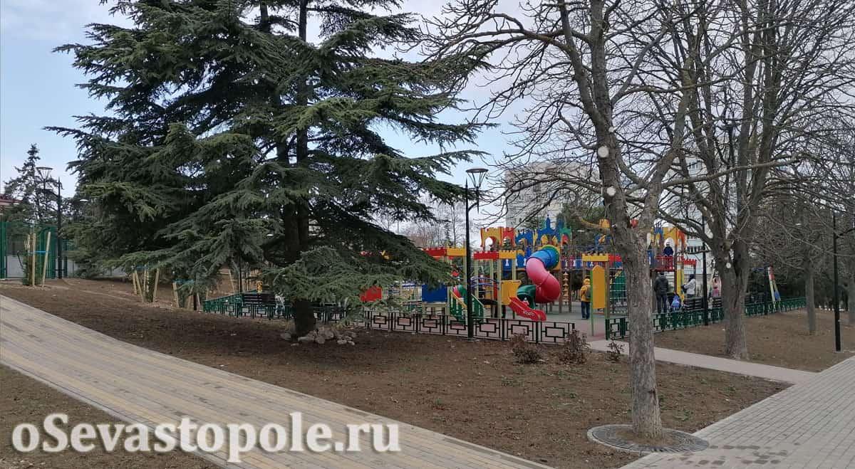 Детские площадки в сквере Севастопольских курсантов