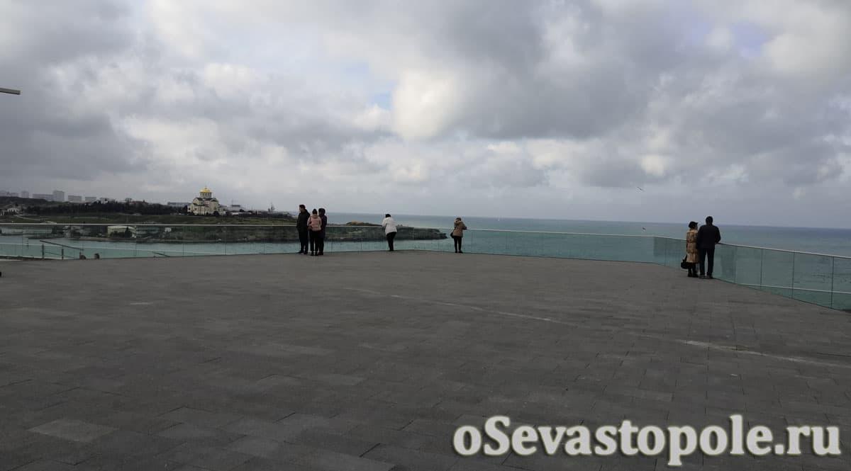 набережная в Карантинной бухте Севастополь