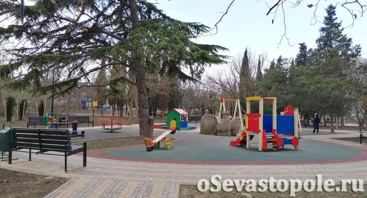 Отреставрированная детская площадка в сквере Курсантов