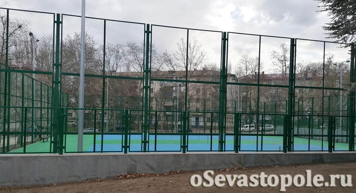 Теннисный корт в сквере Курсантов Севастополя
