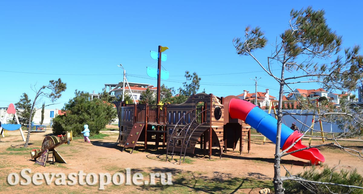 Детская площадка на набережной Андрея Первозванного в Севастополе