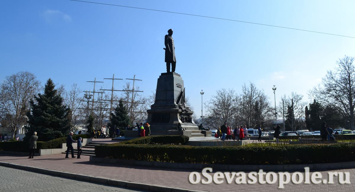 фото памятника Нахимову в Севастополе