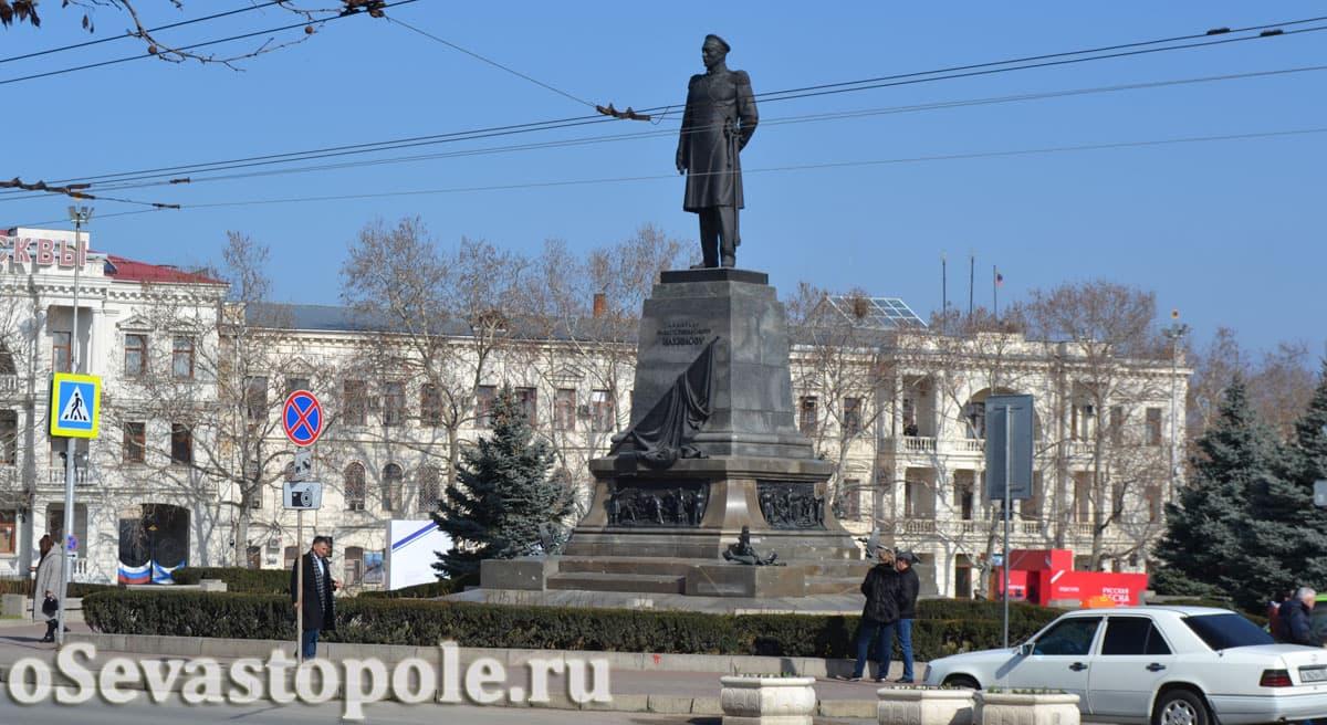 памятник Нахимову в Севастополь
