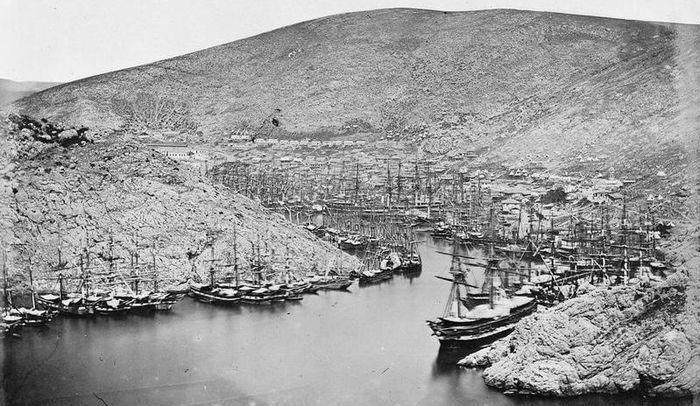 Английские корабли в Балаклавской бухте - 1854 год