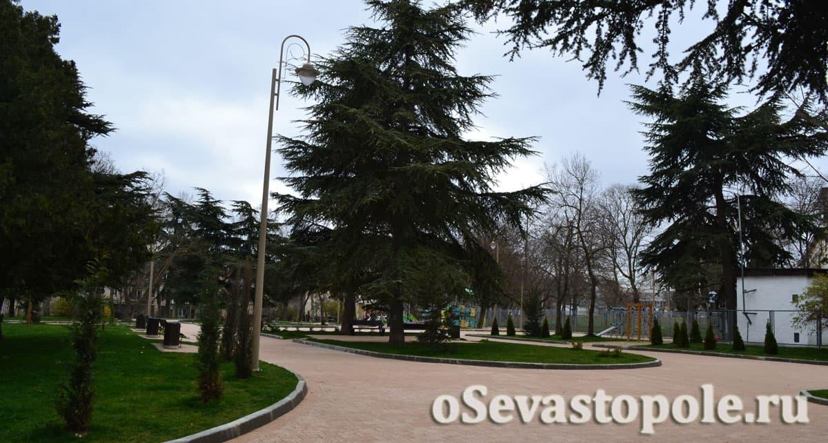Сквер на улице Ивана Голубца в Севастополе