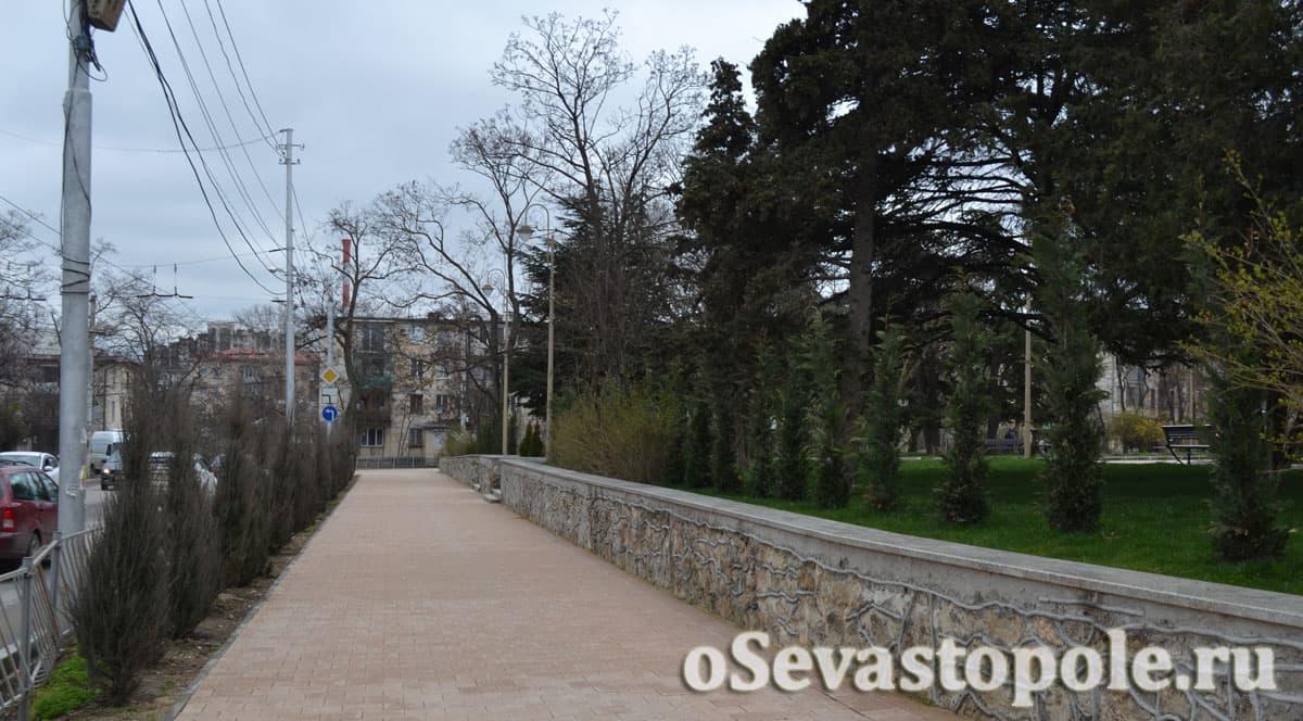 Вид на сквер Ивана Голубца с дороги