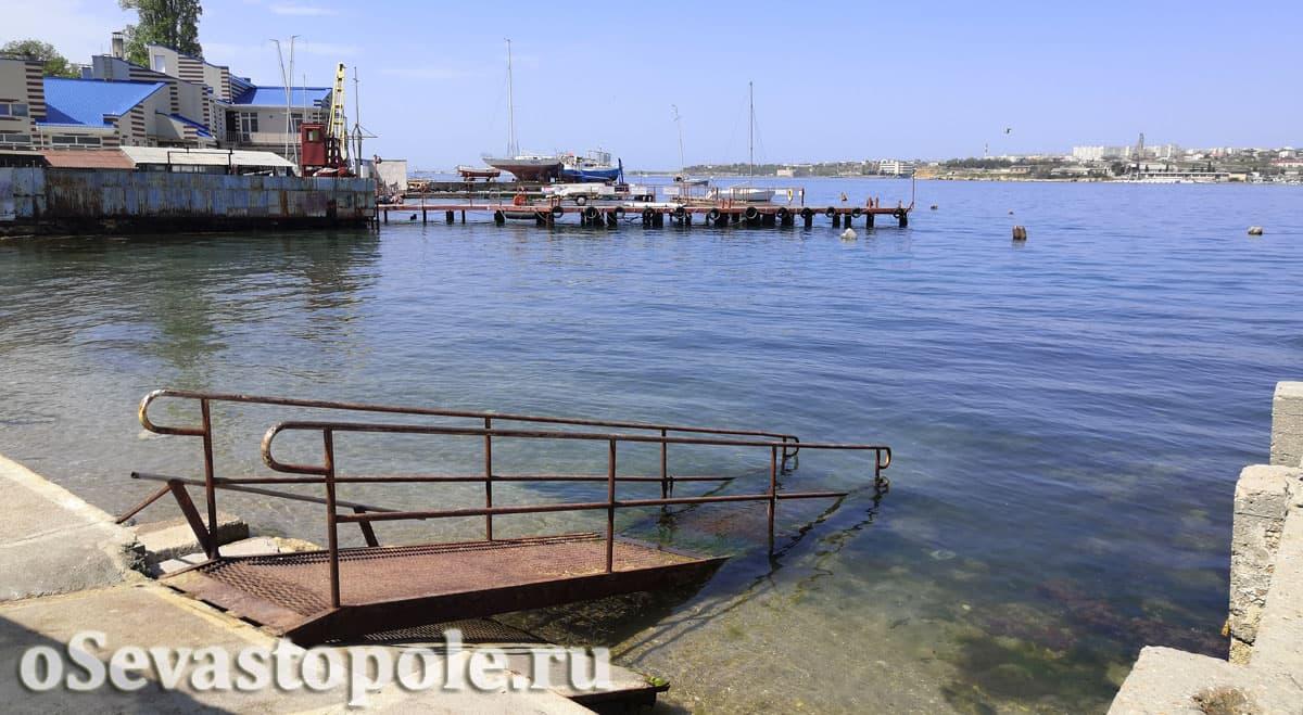 Городской пляж Ушакова балка на Корабельной стороне