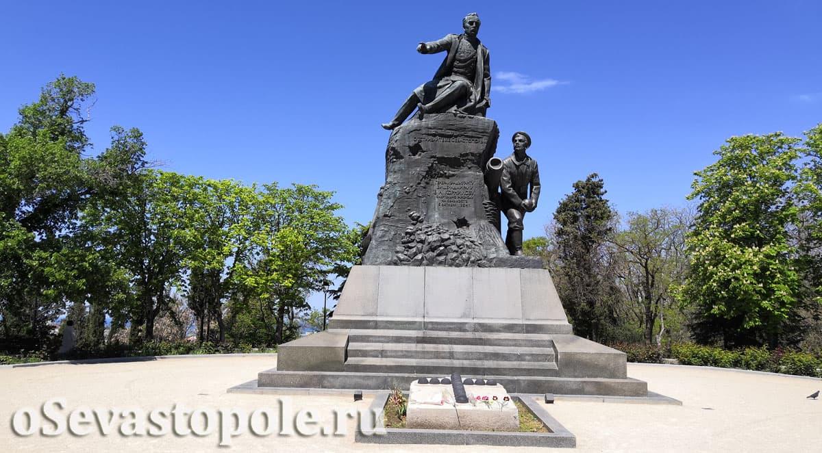 Памятник адмиралу Корнилову в Севастополе