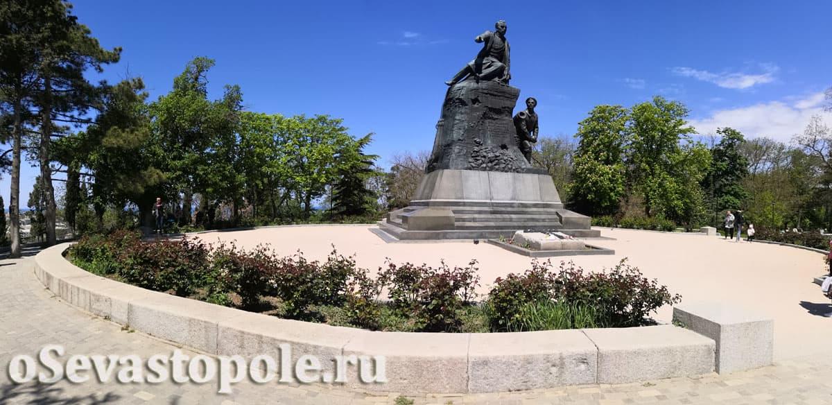 Памятник Корнилову Малахов курган Севастополь