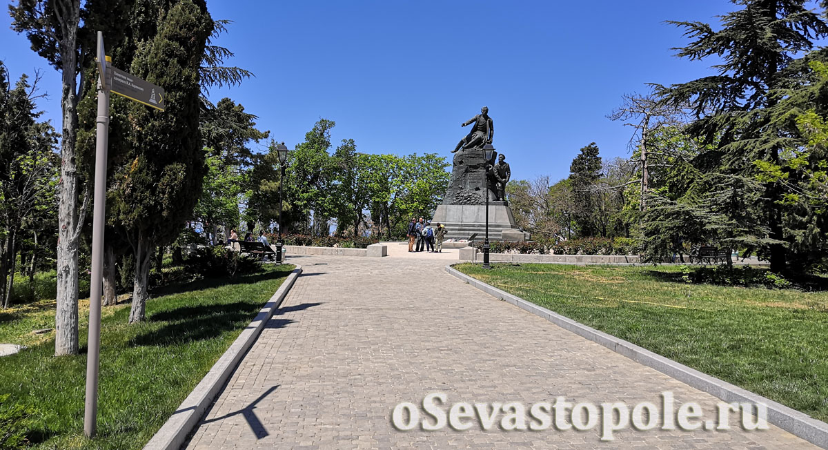 Памятник Корнилову на Малаховом кургане в Севастополе