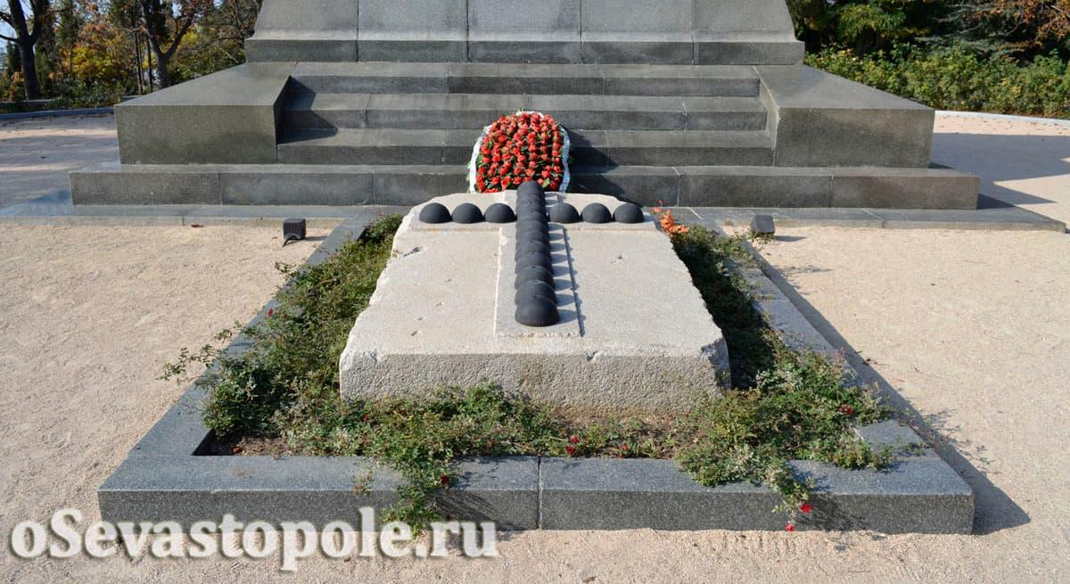 Памятник Корнилову на Малаховом кургане